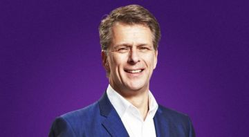 Andrew Castle leaves Smooth Radio schedule